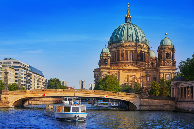 Dom Katedral di Jerman